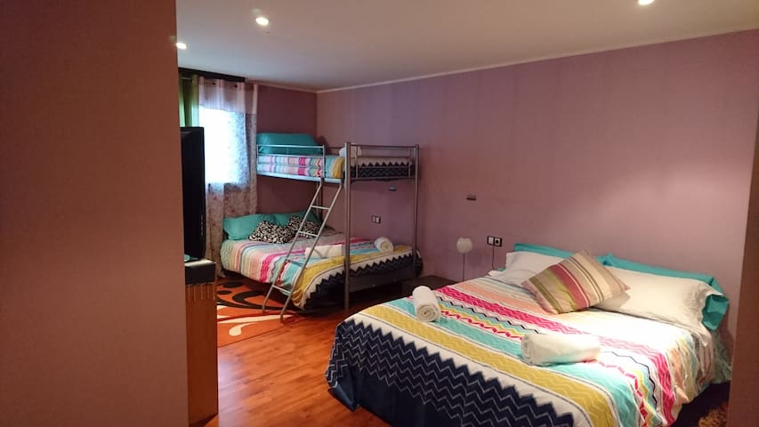 Great room for 5 people with private bathroom - Soldeu - Lejlighed