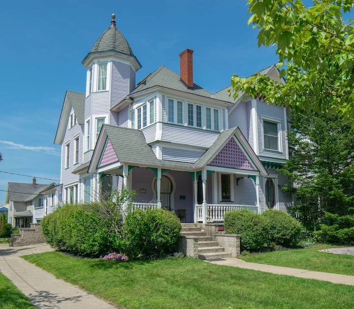 The Famous Purple House! Now Available to Renters