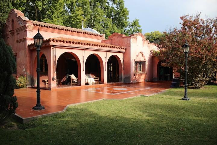 Casa Villa rústica colonial / Entre Bodegas