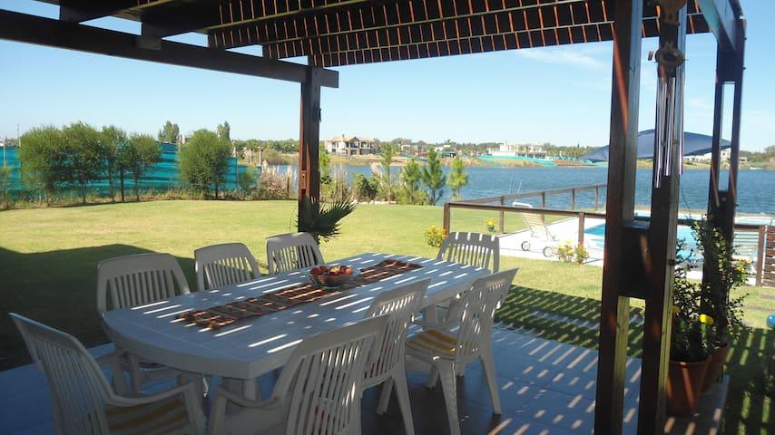 Hermosa Casa con costa al lago - Benavídez - Casa