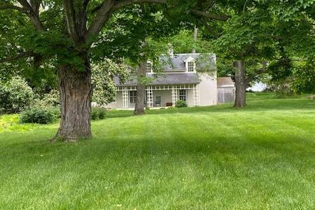 Milton Valley Cottage on Historic Estate Farm