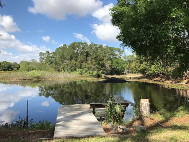 Roomy private home and yard on pond/Lake Mary - Sanford - Huis