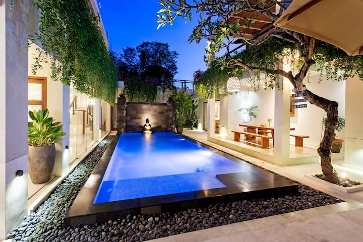 4 bedrooms Luxury Villa by Jimbaran Beach sleep 8+