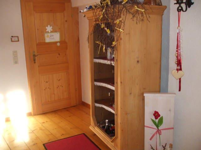 Haus Winterberg, (Schonach), Nichtraucher-Ferienwohnung 60qm, 1 Schlafraum, max. 5 Personen