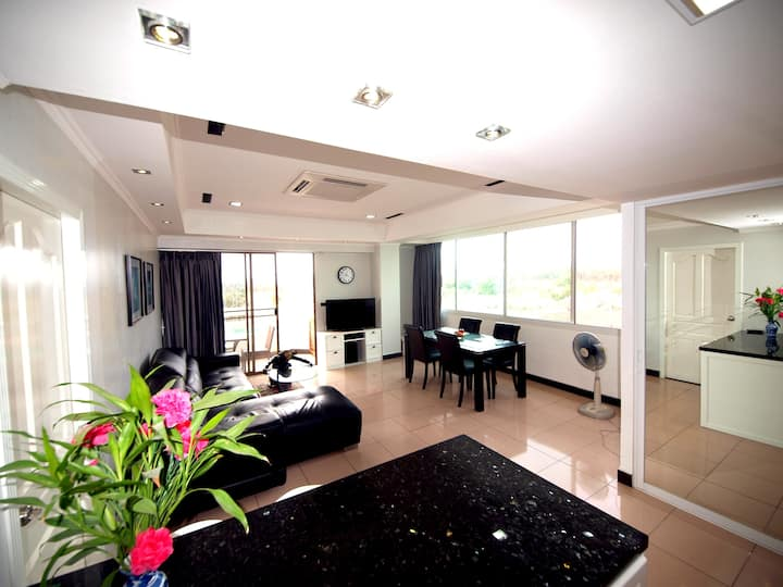 Suite Beachfront Jomtien Condotel
