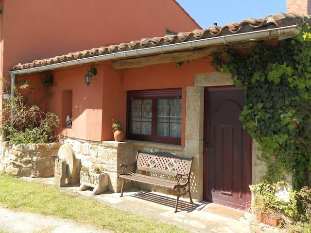 Casa entera con jardín en aldea asturiana - Argüero - House