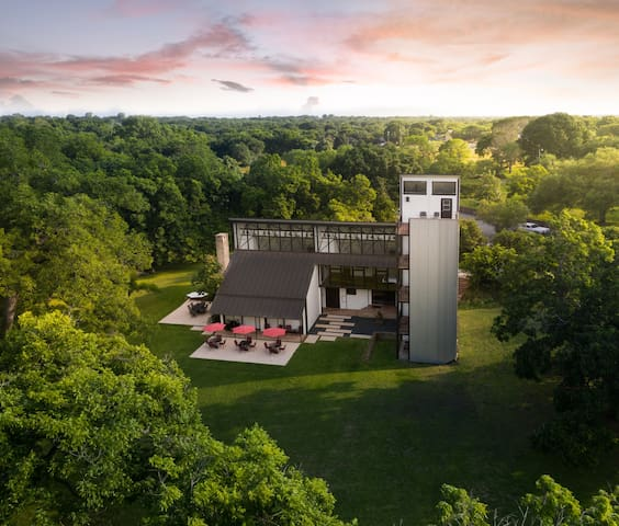 Power Plant - A Birdy Vacation Rental