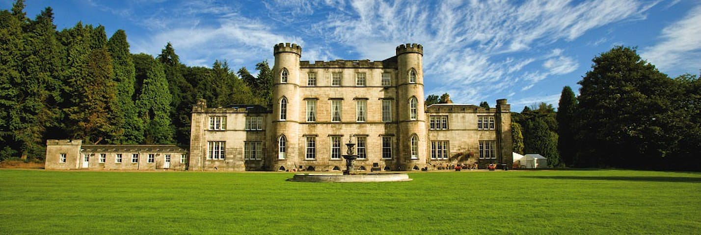Elegant 18th Century Castle - Midlothian
