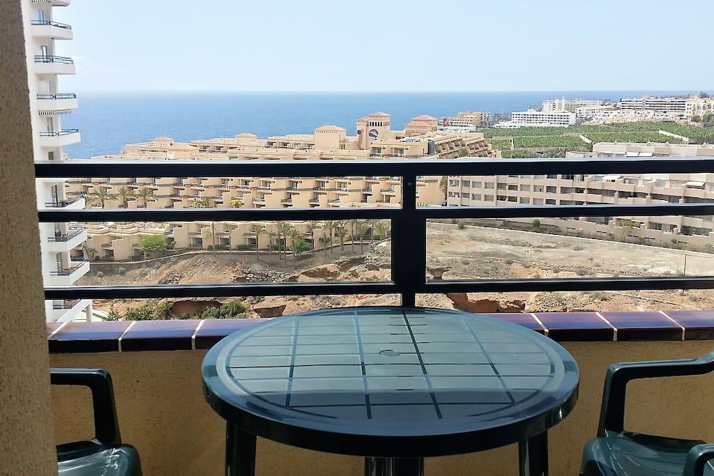 Terraza con vistas al mar y a la isla de La Gomera