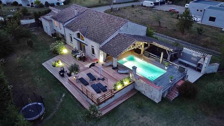 Belle villa moderne en pierre de 400 m2