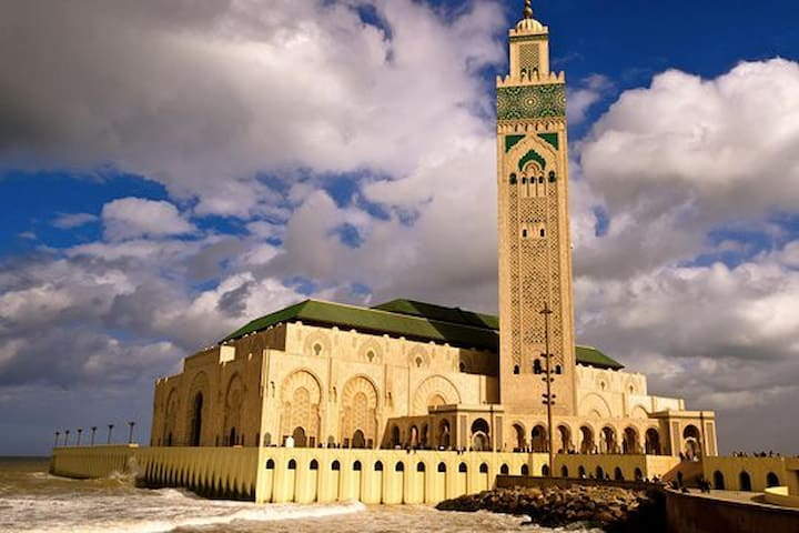 Hassan II Mosque 5 mins, Atlantic Ocean 1 min walk