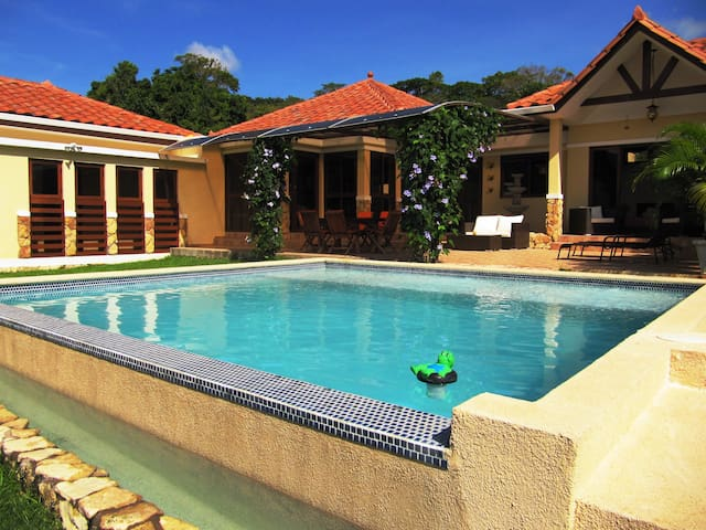 Tropical Mountain Hideaway with private pool - Capira - Casa de camp