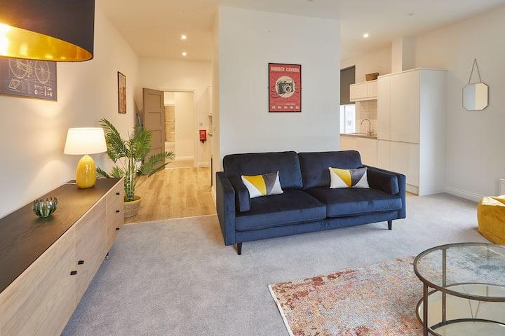 Apartment A, Cornerhouse Apartments