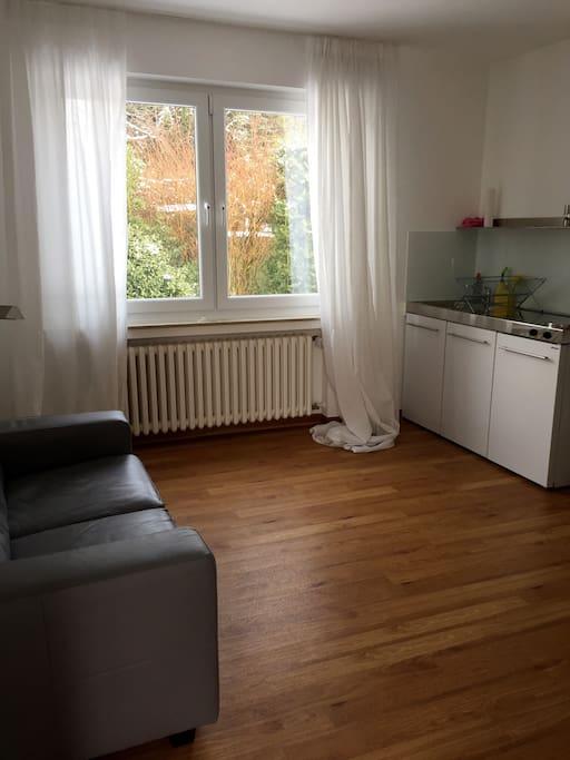 Wohnzimmer mit Küche - Living room with kitchen