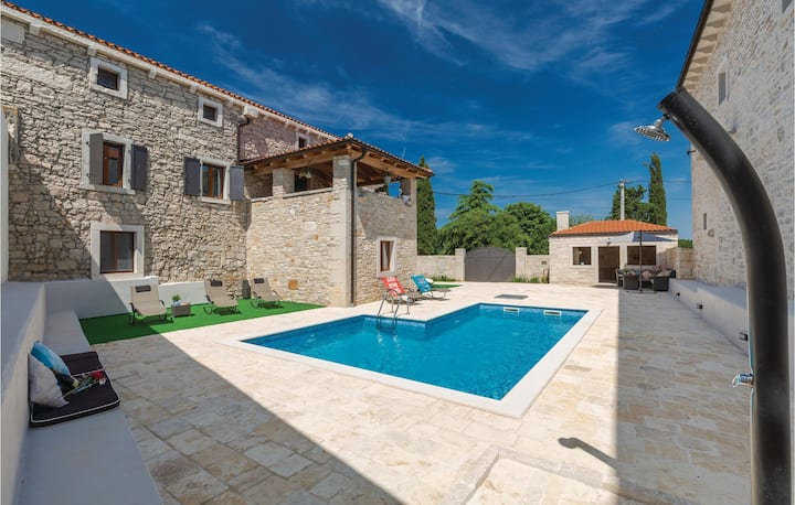Amazing home in Korenici with WiFi and 5 Bedrooms