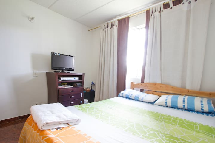 Nice room,wifi,near to the airport - Bogota - Appartement