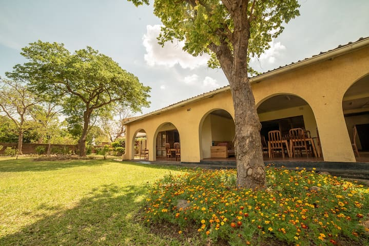 Thumbi view lodge, easy airport & town access