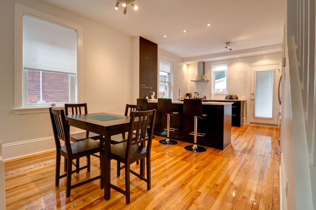 Modern pristine bd w parking townhouses for rent in