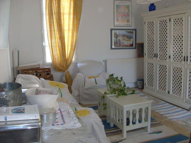 salon blanc du premier étage