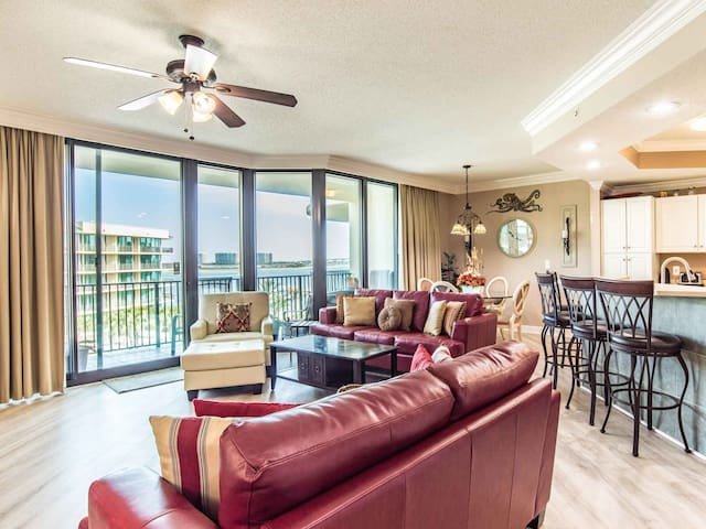 Bayfront Condo with Lazy River and Waterslide. Furnished Balcony and Bay Views!