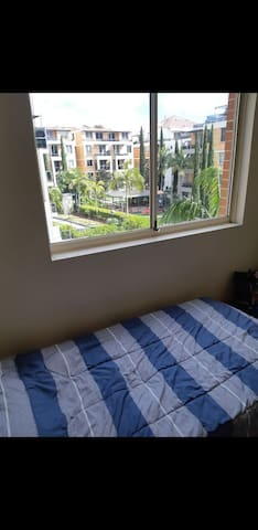 One bed in doble room Wolli Creek, 10min Airport