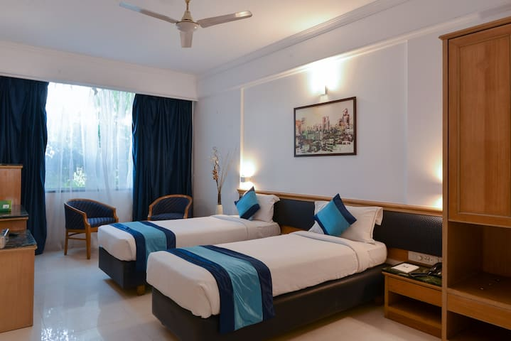 CozyRoom@Swargate for Couples&Family with WiFi
