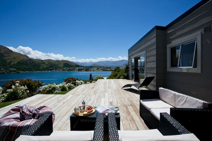 Sunny cottage with water views - Queenstown - Huis