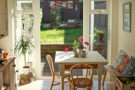 Sunny, well equipped, open plan home, West Cowes - Cowes