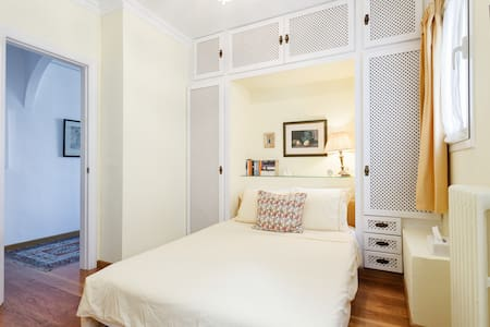 The Yellow Room In Luxurious Apartment - Barcelone - Bed & Breakfast