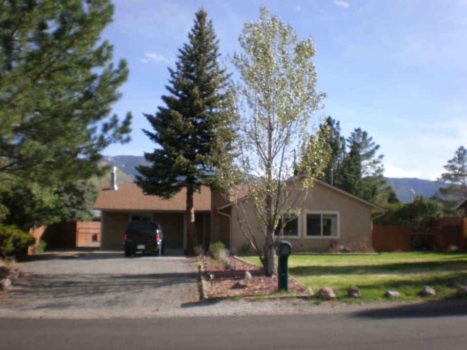 Walking distance to downtown and river. Two houses away from the golf course.