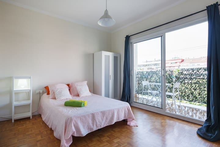 Large bedroom with balcony close to the metro