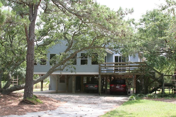 Secluded, Spacious Edisto Beach Walk Home. - Edisto Island - Casa