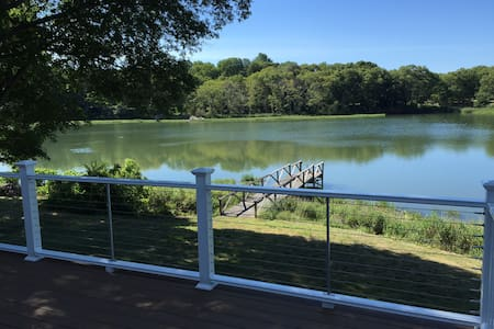 Charming Waterfront Cottage in Wickford Village - North Kingstown