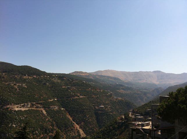3 bedrooms, 125sqm heart of Lebanon - Bteghrine - Pis