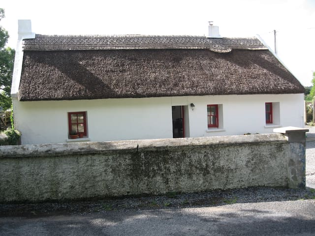 Connemara thatched cottage,Galway - Galway - Talo