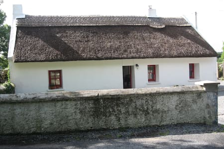 Connemara thatched cottage,Galway - Galway - Hus