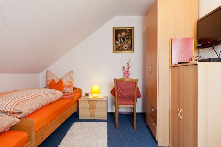 Private Zimmer in Nürnberg - Nuremberg - Bed & Breakfast