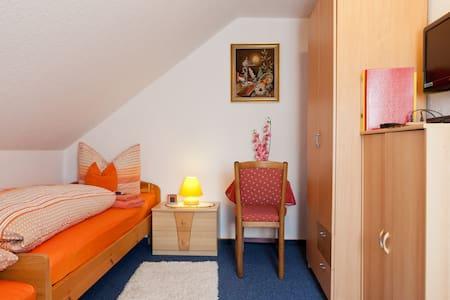 Private Zimmer in Nürnberg - Nuremberg - Penzion (B&B)