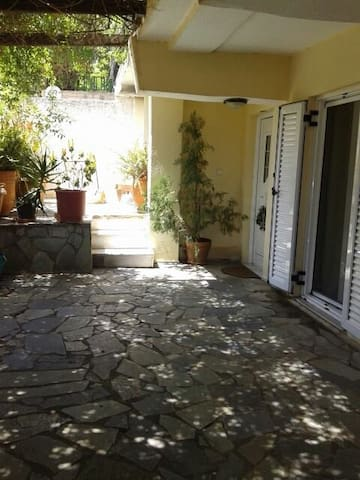 summer house,5 minutes from the sea - Porto Rafti - House