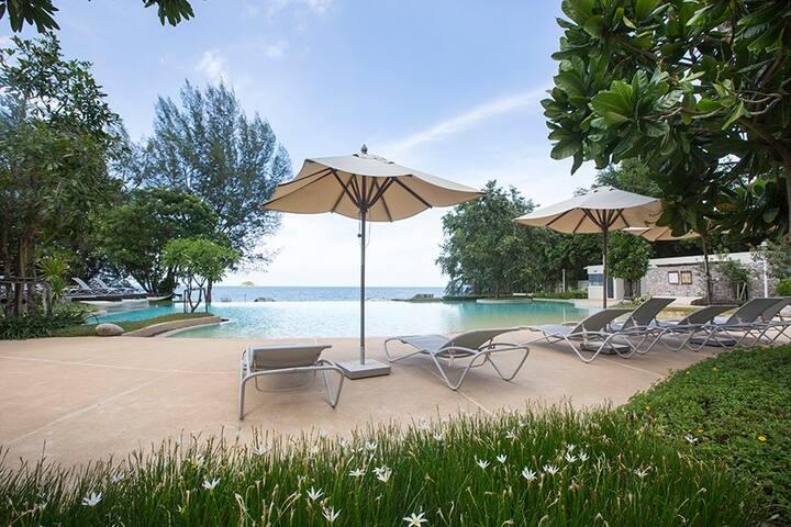 beautiful beach front condo Hua Hin