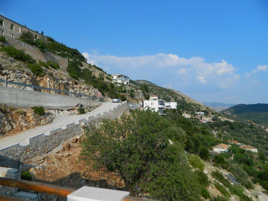 The road bringing to Vila Manol
