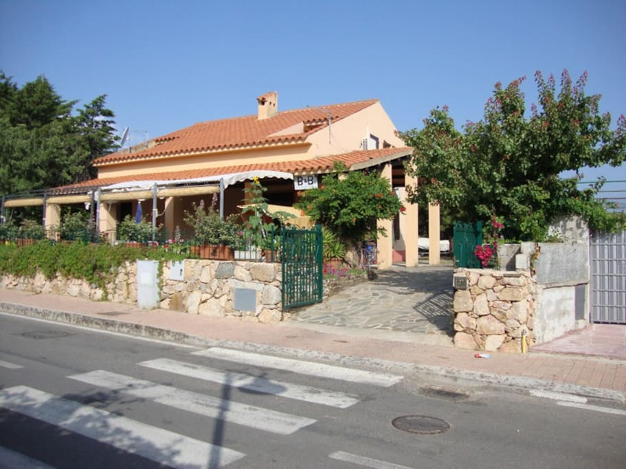 Bed breakfast bouganvillea chambres d 39 h tes louer for Chambre d hote sardaigne