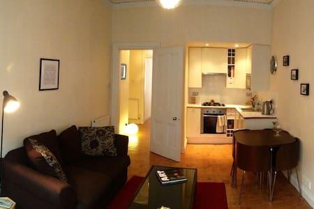 1BD Glasgow West End trad. Flat - Lägenhet