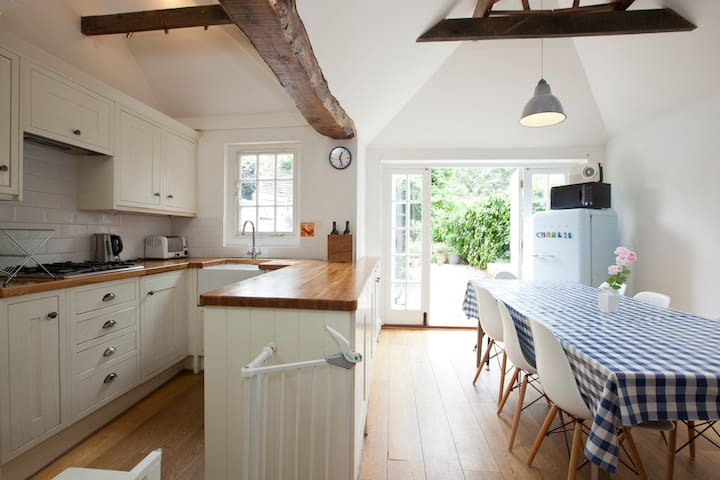 Grade II Cosy Cottage, Sleeps 6 - Fletching - Casa