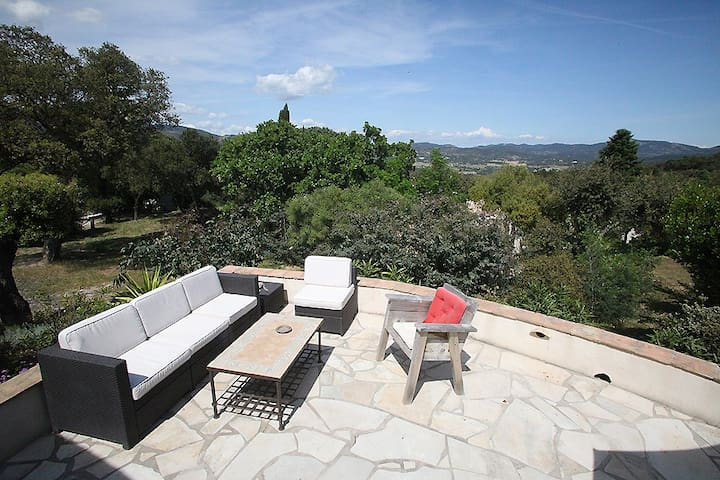 Mazet 5 couchages, Nature, mer, Piscine St Tropez - Le Plan-de-la-Tour - House