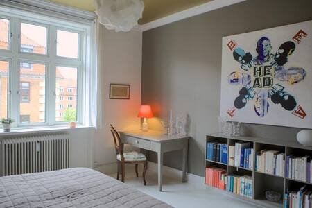Light and cosy room - space for two - Copenhagen - Apartment