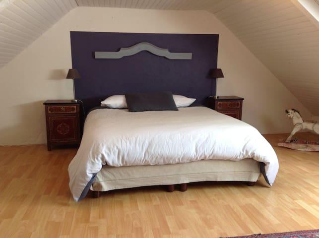 Chambre 3 (lit double de 160cm)