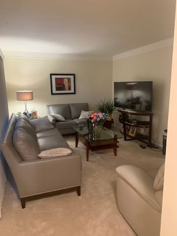 1 bedroom in Quiet Dearborn Hts Home