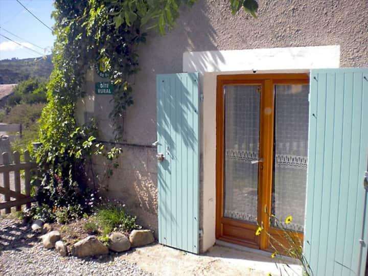 Charmante maisonnette au calme, jardinet et insert