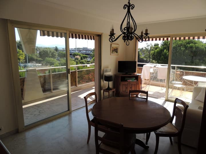 Flat 300m. from the beach near Nice for 4 people